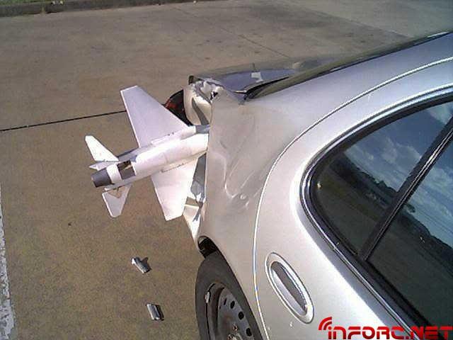 avion-incrustado-maletero