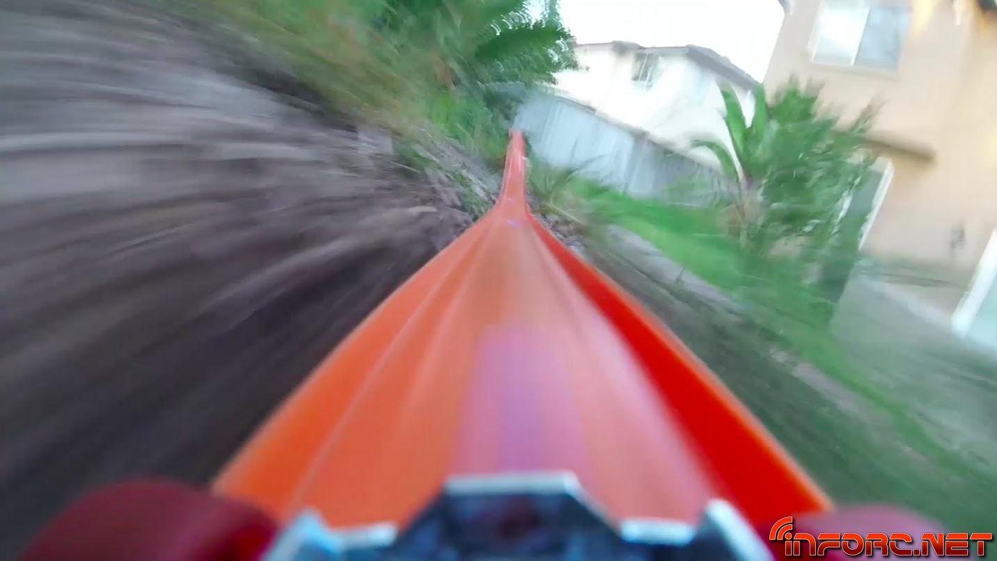 Video - Así es ir montado en un Hot Wheels