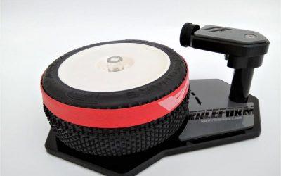 Raceform Lazer, el útil para pegar ruedas más pequeño y ligero que existe