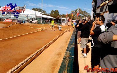 Video - Segundo paseo por los boxes con Carlos Gomez