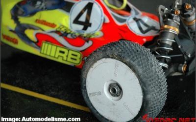 Reno Savoya con neumáticos RB