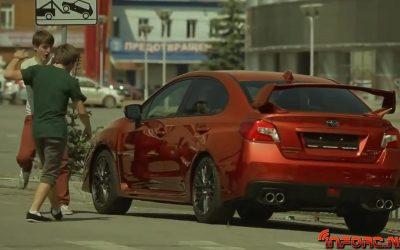 Video de los Viernes - La gente se vuelve loca con este coche que cambia de color